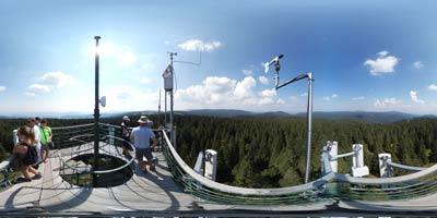 Razgledni stolp na Rogli se ponaša z enim najlepših razgledov na Pohorju. Ob jasnem vremenu se vidi vse do južnih meja Slovenije.