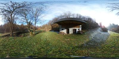 Reka Rača izvira v Moravški dolini. Krožen izlet nas vodi mimo Majcetovega in Mohorjevega mlina, ki sta nekoč na reki mlela žito. Slednji ima poleg sebe še perišče in mlinsko kolo.