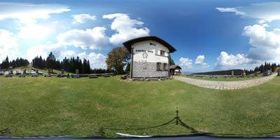Ribniška koča na Pohorju je priljubljen cilj nedeljskih izletov, zlasti pri družinah z mlajšimi otroki, saj je koča izvrstno izhodišče za bližnji Jezerski vrh in Ribniško jezero. Marsikateri planinec pa se odpravi do Črnega vrha ali še naprej na do Velike Kope.