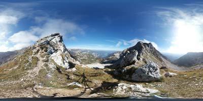 Škrbina je tesen preval pod Podrto goro visoko na Spodnjih Bohinjskih gorah, ki povezuje Posočje s Komno in bohinjskim koncem. Je zelo razgledna, preko nje pa je v železni dobi potekala tovorna pot.