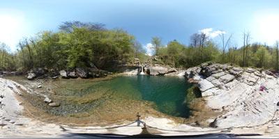 Slap na reki Idriji se nahaja v tesni dolini zgornjega toka te severnoprimorske mejne reke.