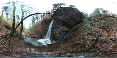 Niz panoramskih fotografij prikazuje štiri glavne slapove soteske Pekel pri Borovnici.