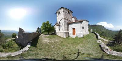 Sveta Marija nad Vitoljami se nahaja nad Vipavsko dolino zato se z nje lepo vidi Trstelj in pobočja pod Nanosom.