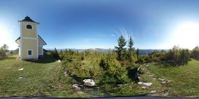 Sveti Miklavž se nahaja visoko nad reko Savo v Posavskem hribovju, tako imenovanem Srcu Slovenije. Ob jasnem vremenu se mimo njega zelo lepo vidi Kamniško-Savinjske Alpe, vrh pa je primeren tudi za nedeljski družinski izlet za manjše otroke.