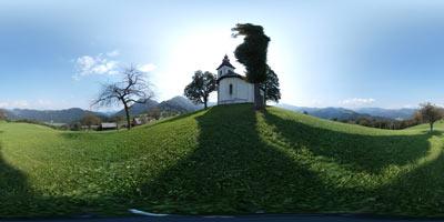 Sveti Tomaž nad Praprotnim je fotogenična cerkvica na razglednem hribu nad istoimensko vasjo.