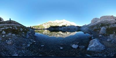 Triglavska jezera se nahajajo v Julijskih Alpah in jih poleti obišče veliko planincev. Znana so tudi kot Sedmera jezera.
