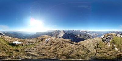 Vrh nad Škrbino je dvatisočak na Spodnih Bohinjskih gorah, ki se ponaša s klopjo. Nahaja se nah planino Razor preko katere gremo nanj.