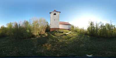 Cerkev svetega Lovrenca na Žambohu visoko nad reko Savo.