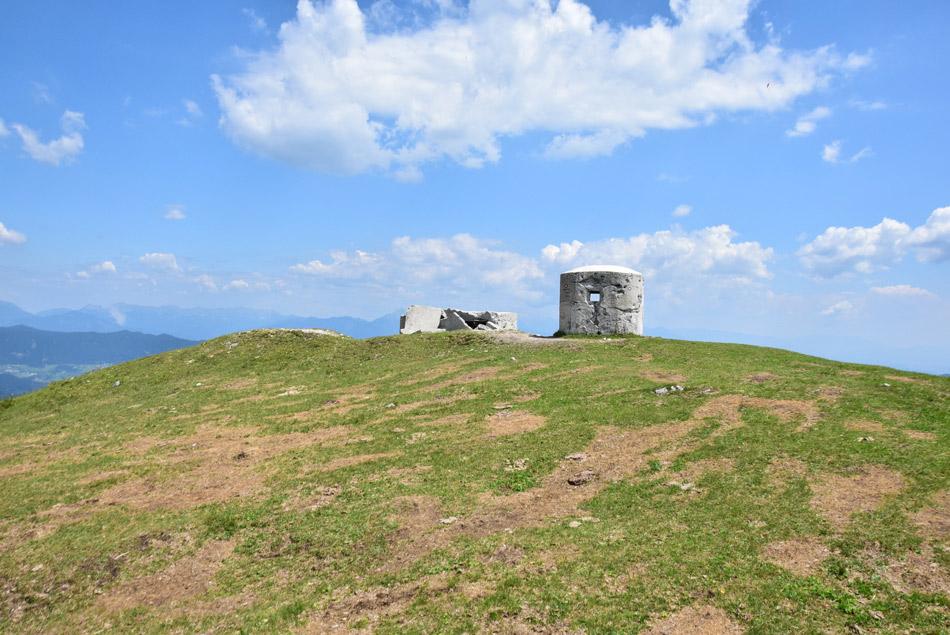 Bunker vrh Blegoša je ostanek Rupnikove linije, oziroma Rapalske meje.
