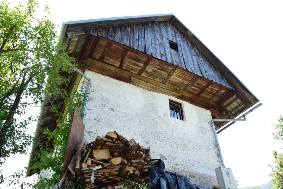 Stara kmečka hiša pri cerkvi svete Marjete nad Žlebami.