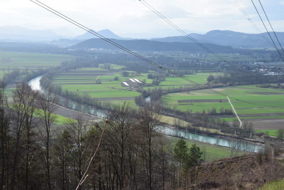 Sotočje treh rek Save, Ljubljanice in Kamniške Bistrice. Ljubljanica se spodaj skriva za drevjem.