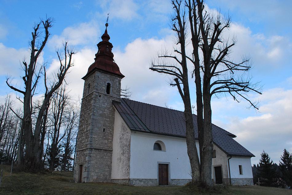 Cerkev svetega Štefana v Pokojišču, ki je danes znano predvsem zaradi rimskega zidu Claustra Alpium Iuliarum.