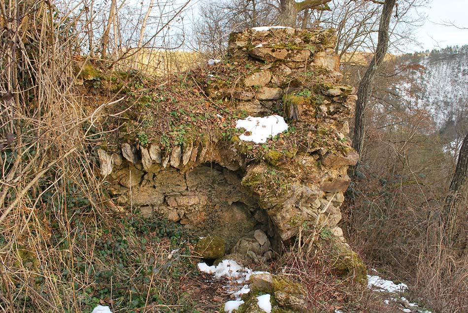 Obokana stena gradu Osterberg blizu vhoda na nekdanje dvorišče.