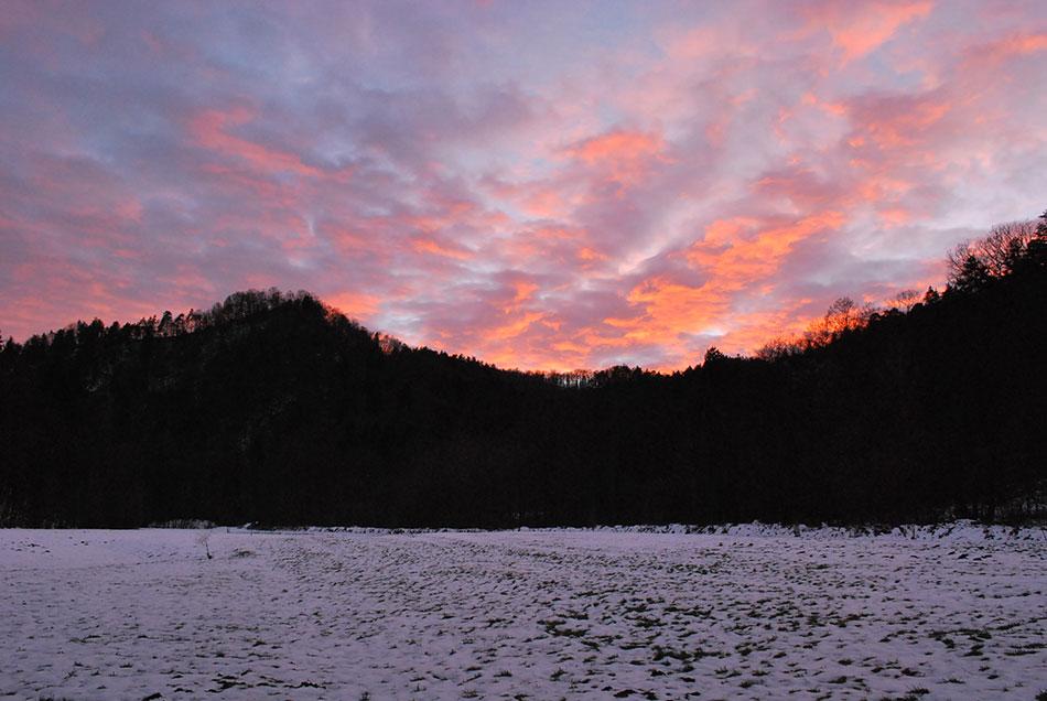 Sončni zahod nad gradom Osterberg je popestril razgiban izlet po zahodnem predelu Posavskega hribovja.