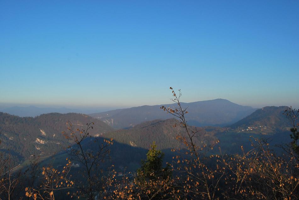 Pogled na Kum, najvišji vrh Dolenjske. Pravijo mu tudi Dolenjski Triglav.