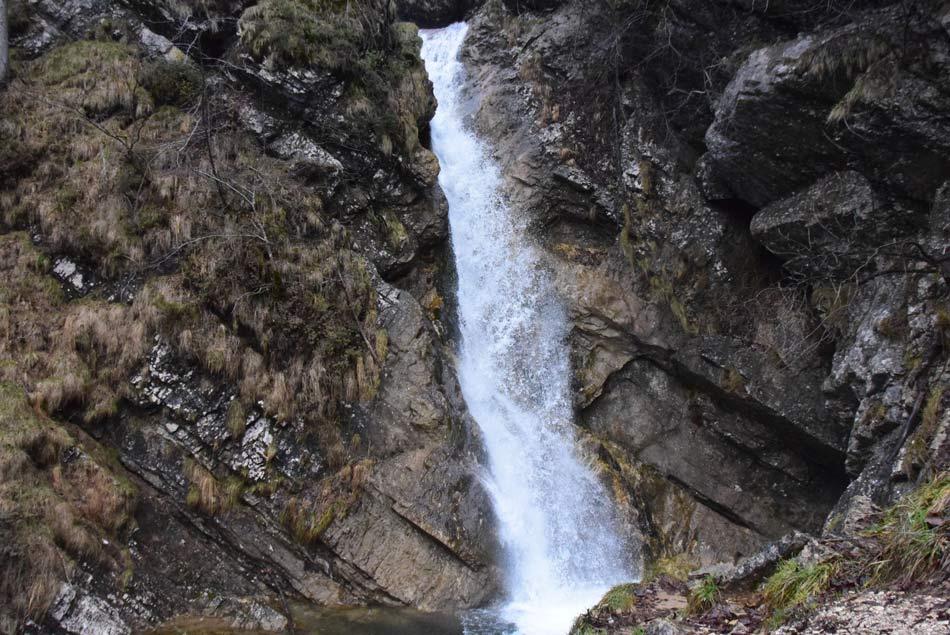 Tretji Pekelski slap potoka Otavščica, ki izvira na Menišiji.