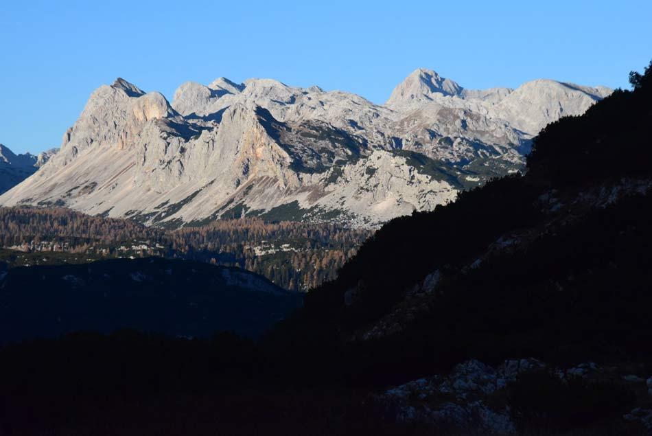 Pogled na Triglav z zgornjega predela planine Govnjač.