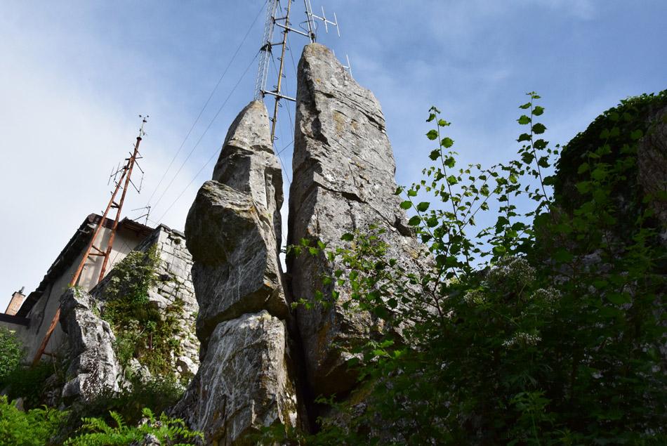 Megalitska skala na robu Repentabora.