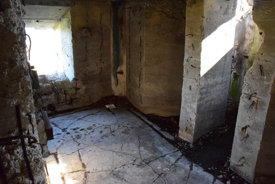 Notranjost bunkerja na Runikovi liniji na Zaplani.
