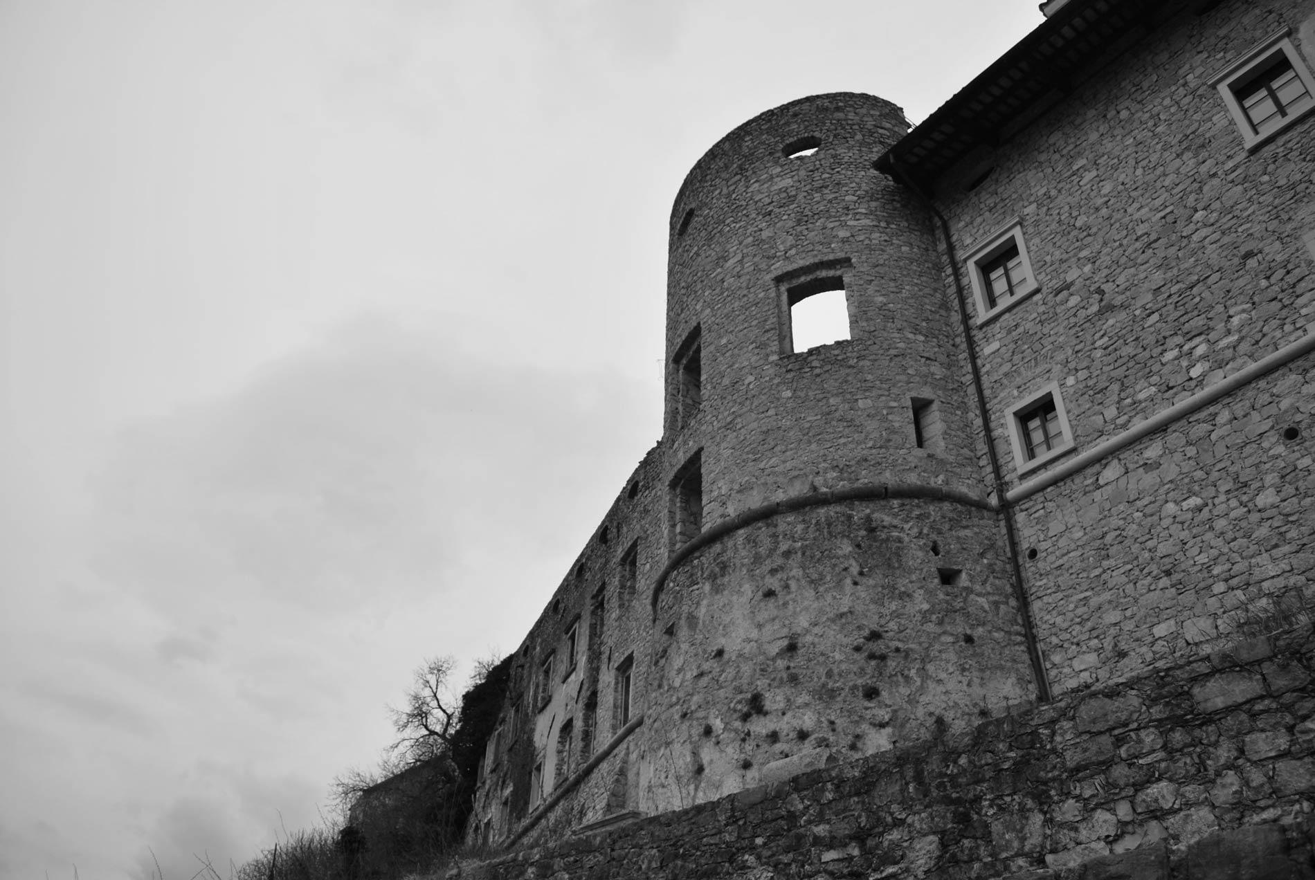 Razvaline gradu v Štanjelu.