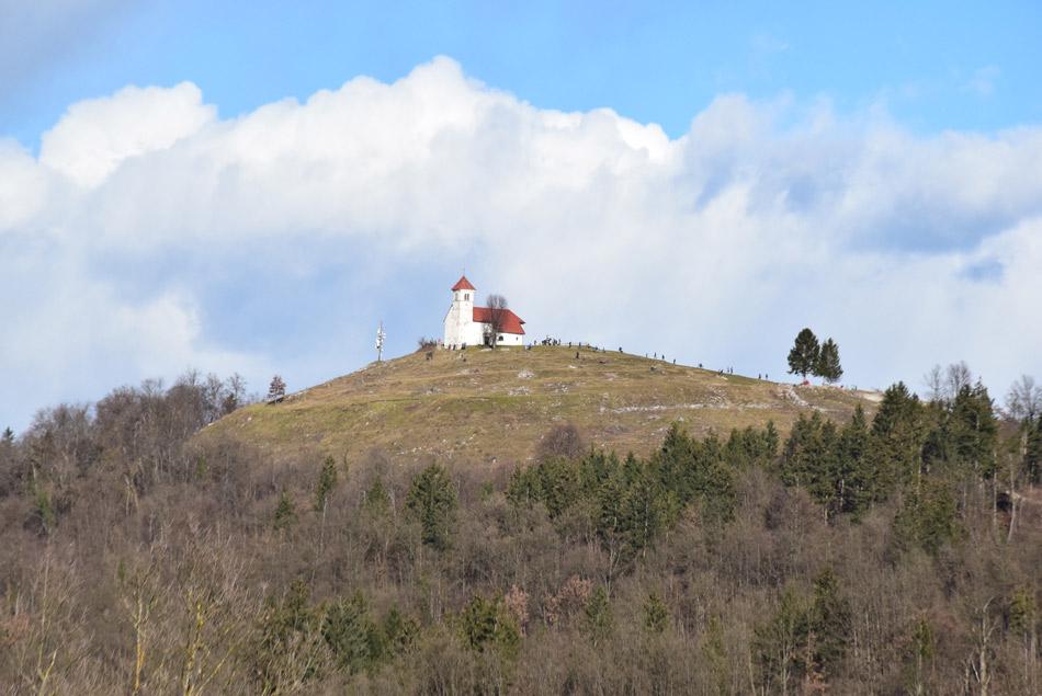 Sveta Ana nad Podpečjo je sosednje cerkev, ki zagotovo sodi med bolj priljubljen izletniški cilj v bližini Ljubljane.