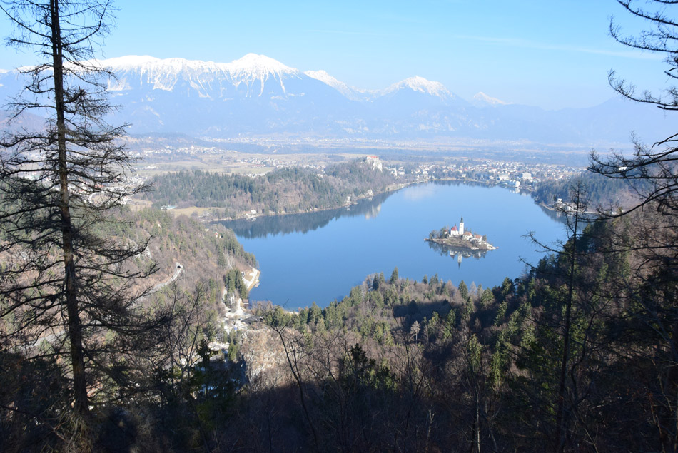Pogled na Blejsko jezero z Velike Osojnice.