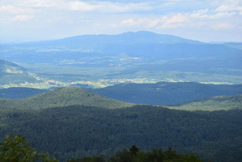 Pogled na Gorjance in njihov najvišji vrh Trdinov vrh.