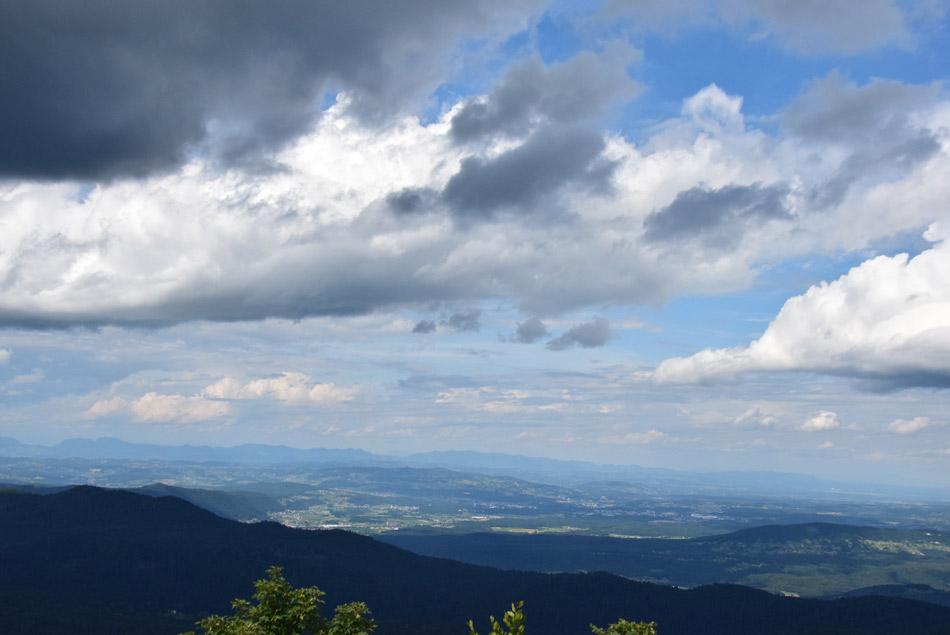 Dolenjska in pogled proti Posavskemu hribovji z Velikega Roga.